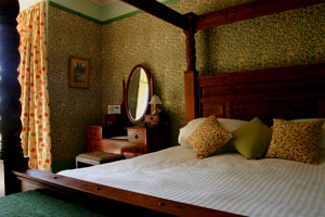 Tinto Bedroom with four poster bed and a comfortable modern mattress
